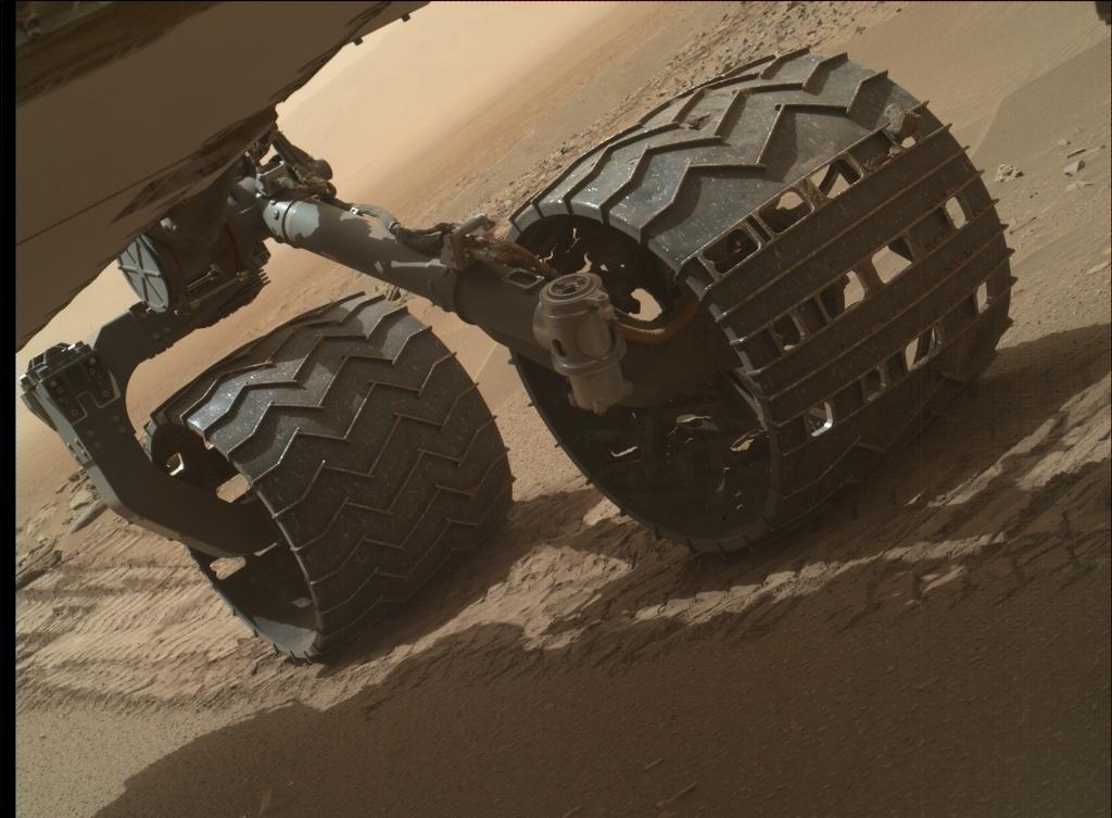 Busy Curiosity rover clicks a selfie on Mars   daily-sun.com