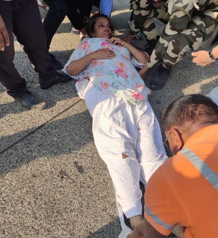 Veteran actress Shabana Azmi 'critically' injured in Mumbai road accident