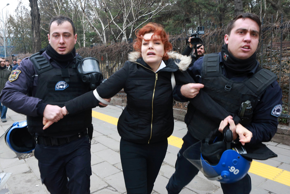 Ankara protest against academics dismissal