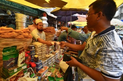 Indian Muslim vendor sells dry food