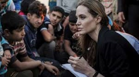 Angelina Jolie visits rohingya camp