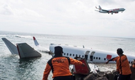 Indonesia Boeing 737 passenger plane crash