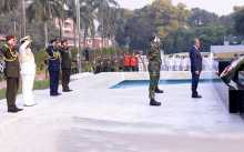 President, PM pay homage to Armed Forces' heroes