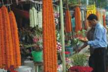 Flower shops on footpath evicted in Shahbagh