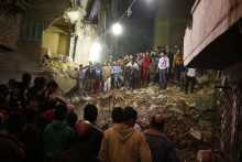 15 people trapped, 10 killed in collapsed apartment in Cairo