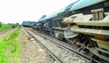 Derailment snaps Dhaka's rail link with South, North region