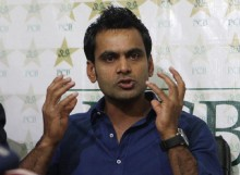 ICC suspends Hafeez over illegal bowling action
