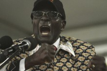 Zimbabwe\'s Robert Mugabe Alleges His Vice President, US of Plot to Oust Him