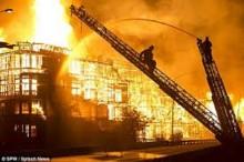 Massive Los Angeles Fire Shuts Down Parts of 2 Freeways