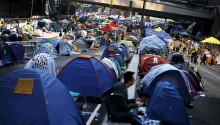 Hong Kong Protesters Steadfast in Final Hours Before Police Clearance