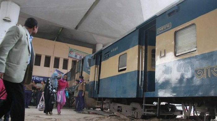 Engine swerves halts service in Ctg rail station
