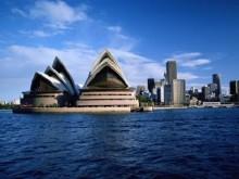 Australia\'s major banks close Sydney branches due to hostage crisis