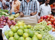 Sale of formalin-mixed fruits continues