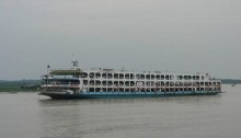 Launch runs aground in Meghna with 1500 passengers