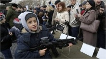 Ukraine crisis: Russia defies fresh Western sanctions