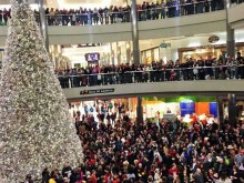 Protesters gather at America\'s biggest shopping mall