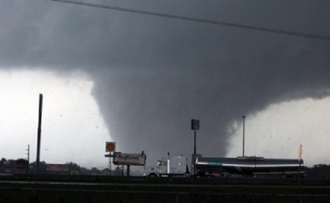 Tornado hits Mississippi, four dead, emergency declared