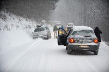 Snow leaves thousands of holidaymakers stranded in French Alps