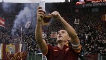 Totti takes celebration selfie