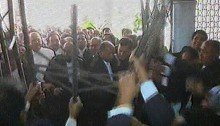Pro-AL lawyers enter into SCBA after breaking gate