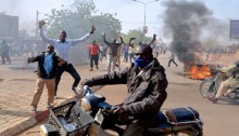 Charlie Hebdo protests leave at least 10 dead in Niger
