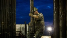 BHP Billiton cuts US shale operation as oil price falls