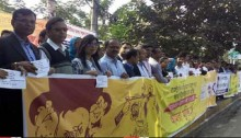 Garment owners form human chain in capital