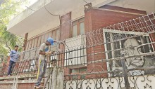 Khaleda\'s office fenced with barbed wires