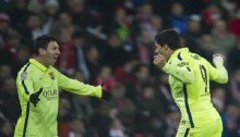 Barcelona hit five to close gap on Real