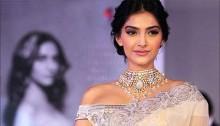 Sonam Kapoor's Rs 5 lakh diamond necklace stolen!