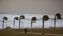 Sandstorm lashes Middle East, halting Suez traffic