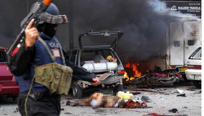 Apparent Suicide Bombing Kills 4 at Pakistan Police Complex
