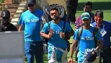 Unchanged UAE bat, India pick Bhuvneshwar
