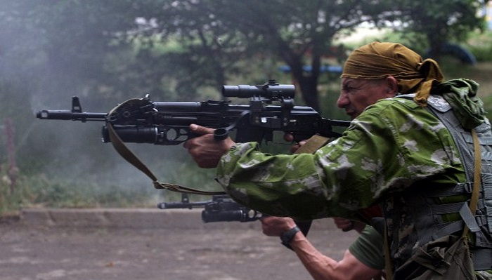 2 killed as skirmishes threaten Ukraine truce
