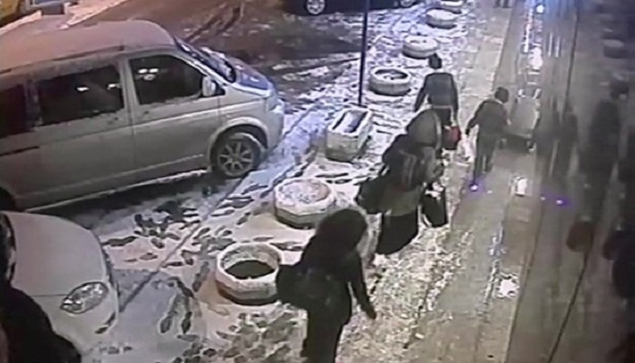 Syria girls: CCTV shows UK teenagers at Istanbul bus station