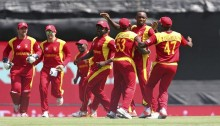 Zimbabwe rattle Pakistan with early blows