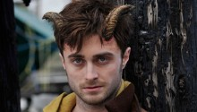Daniel Radcliffe turns violent in trailers of new flick \'Horns\'
