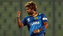 Sri Lanka picks three early wickets