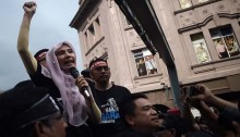Malaysian Police Free Opposition Leader Anwar Ibrahim\'s Daughter on Bail