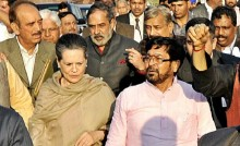 Sonia leads Opposition march against land bill
