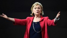 Clinton in Iowa on low-key campaign tour