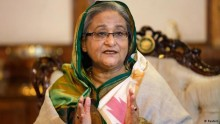 Hasina\'s dig at Khaleda for seeking vote for \'bus\'