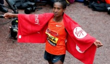 London Marathon 2015: Eliud Kipchoge and Tigist Tufa win