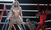 Britney Spears falls, sprains ankle during Las Vegas show