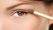 Make small eyes look bigger with these tricks