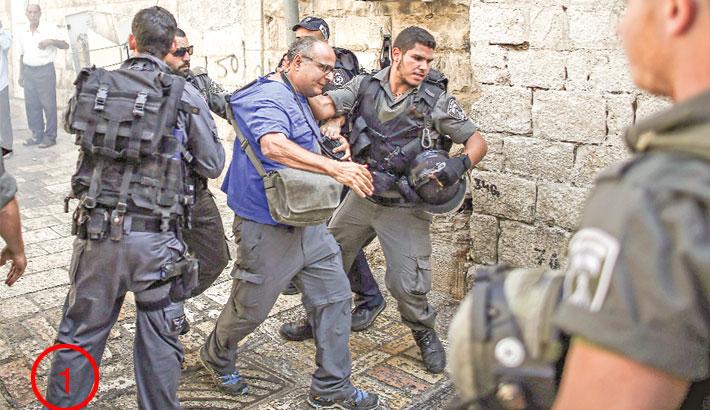 Israel bars Palestinians from Jerusalem Old City