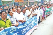 Traders of Khulna city form a human chain