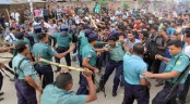 Police charge baton on protesting students in city
