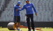 Ravi Shastri abuses Wankhede pitch curator Sudhir Naik