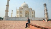 Mark Zuckerberg visits Taj Mahal in India